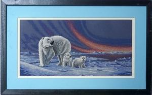 IJsberen met noorderlicht